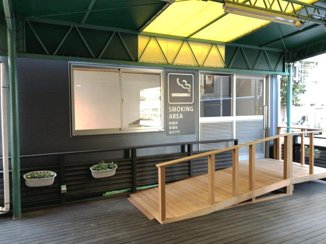 喫煙用トレーラーハウス設置例1
