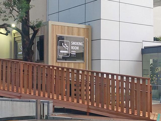 喫煙用トレーラーハウス設置例2