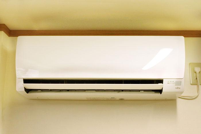 喫煙用トレーラーハウス-エアコン