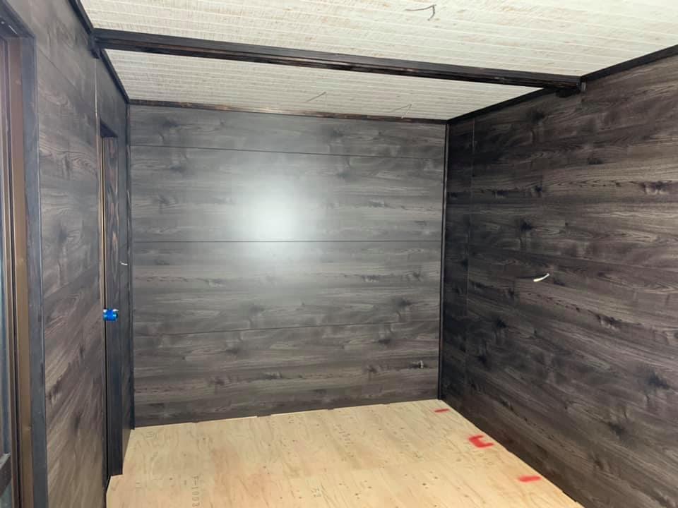 木造ベースのトレーラーハウス