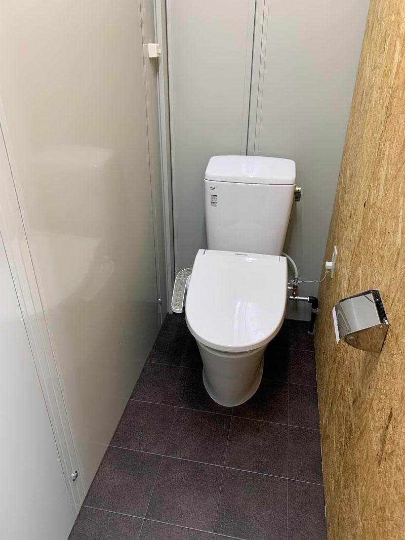 トレーラーハウストイレ付き
