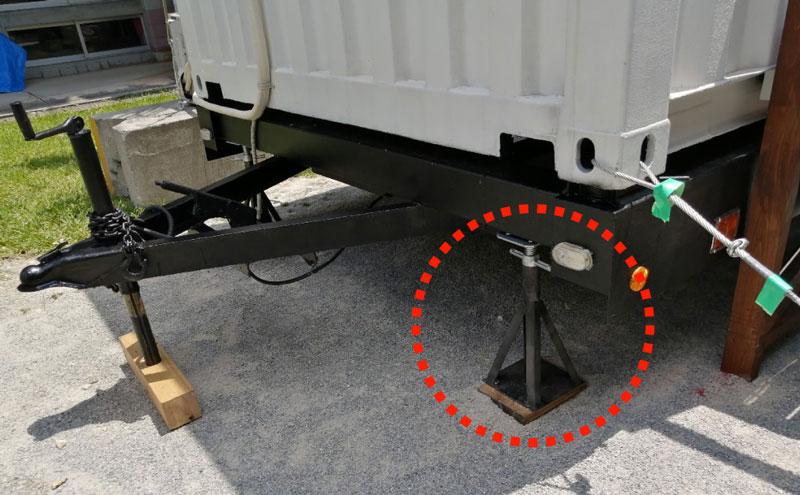 支構造体の取り外しが工具を使わずにできる