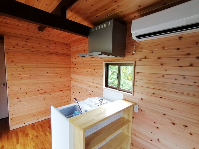 キッチン、エアコン完備トレーラーハウス