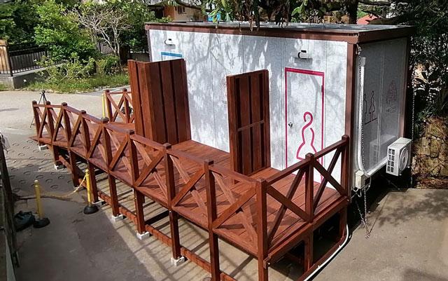 トイレトレーラーハウス
